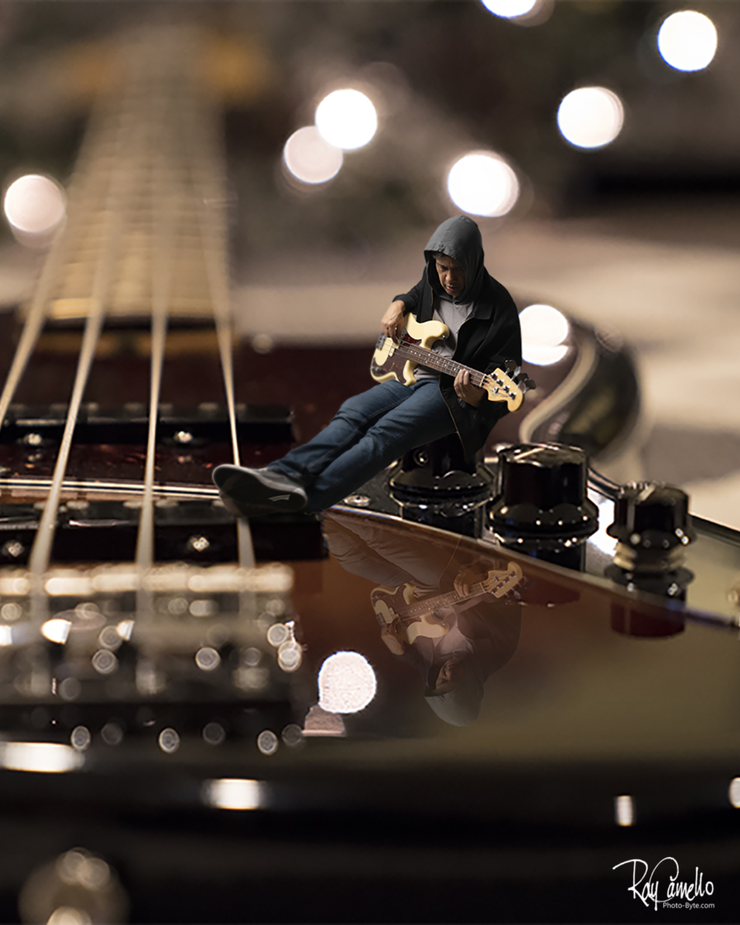Ray Camello: About me in music. Self-Portrait of my with my Fender Jazz and Fender P basses.